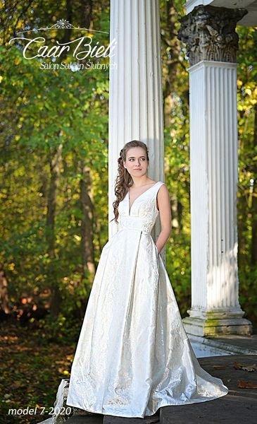 Czar-Bieli-suknia-model-7a-2020
